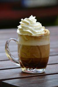 Heiße alkoholische Getränke Winter: Nordischer Pharisäer Kaffee und leckere Punsch Rezepte