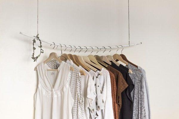 sisu: Soziales Start-Up aus Kiel: sisu verbindet nachhaltigen Modekonsum mit Partizipation im Alter in generationsübergreifenden Schneiderkursen & sozialen Tausch– und Flohmärkten.