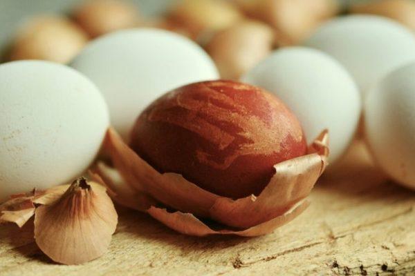 Eier färben ganz natürlich: Was funktioniert?