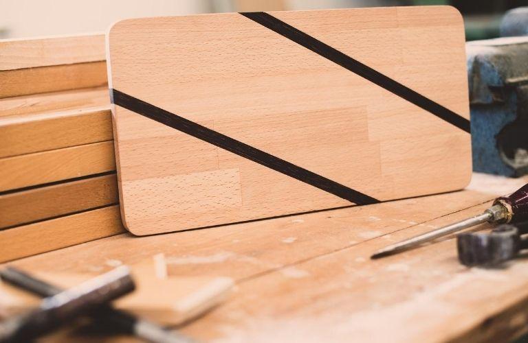 ECHT.GUT. Das Secondhand-Kaufhaus Kiel: Weiterverwertung von altem Holz - aus Alt mach Neu
