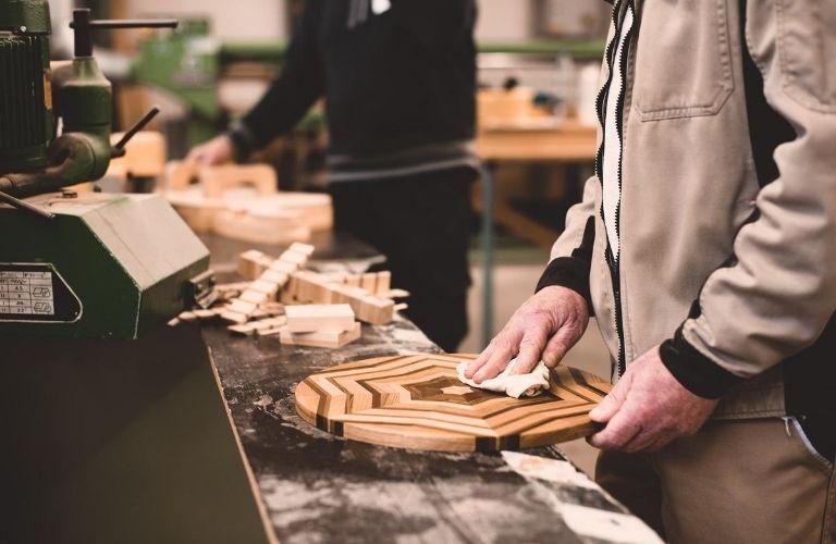ECHT.GUT. Das Secondhand-Kaufhaus Kiel: Weiterverwertung von altem Holz