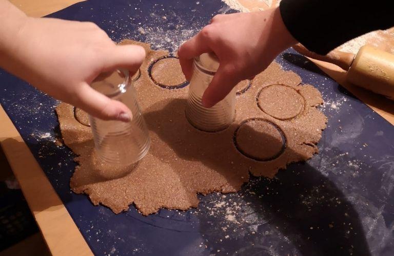 Lebkuchen Rezept vegan_Lebkuchen ausstechen