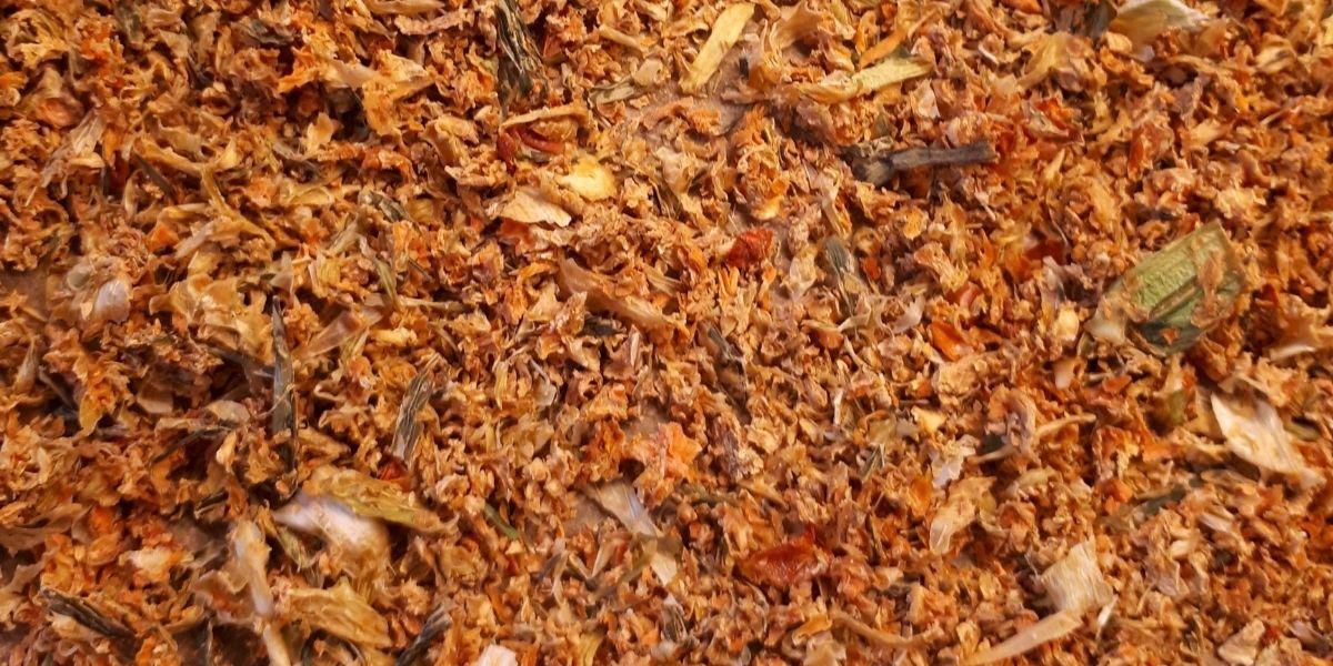 Gekörnte Gemüsebrühe selber machen- zero waste und 100% natürlich_getrocknete Zutaten
