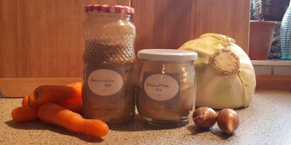 Gekörnte Gemüsebrühe selber machen- zero waste und 100% natürlich_getrocknete Zutaten_Ergebnis