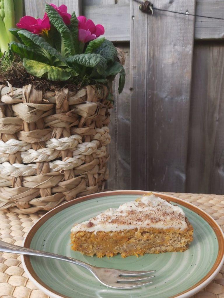 Veganer Karottenkuchen mit Apfelmus_ Super saftig und einfach zu machen_Ergebnis vom Kuchen